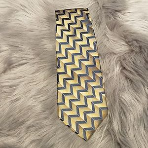 Arrow neck tie